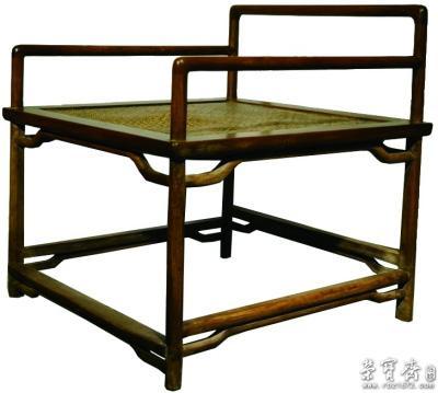 以清代古家具为例,其多属榫卯结构的实木家具