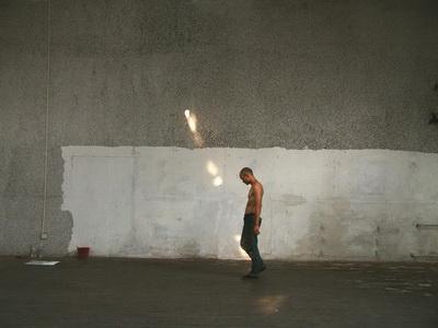 作品名称:水磨石、录像 作者:王光乐 作于:2004 作品材质:墙面丙烯 作品尺寸:900 x 600 cm